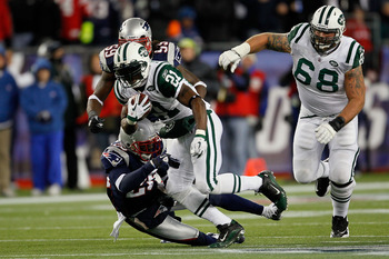 FOXBORO, MA - DECEMBER 06:  LaDainian Tomlinson #21 of the New York Jets runs the ball in the first half against the New England Patriots at Gillette Stadium on December 6, 2010 in Foxboro, Massachusetts.  (Photo by Jim Rogash/Getty Images)