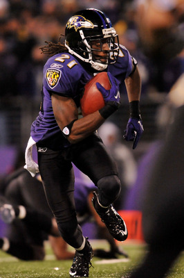 BALTIMORE, MD - DECEMBER 05:  Corner back Lardarius Webb #21 of the Baltimore Ravens returns a kick against the Pittsburgh Steelers during the fourth quarter of the game at M&T Bank Stadium on December 5, 2010 in Baltimore, Maryland. Pittsburgh won 13-10.