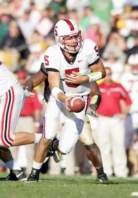 SOUTH BEND, IN - OCTOBER 07:  Quarterback Trent Edwards #5 of the Stanford Cardinal hands off the ball during the game against the Notre Dame Fighting Irish on October 7, 2006 at Notre Dame Stadium in South Bend, Indiana. (Photo by Andy Lyons/Getty Images
