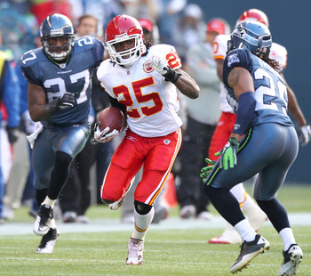 SEATTLE, WA - NOVEMBER 28:  Running back Jamaal Charles #25 of the Kansas City Chiefs rushes against the Seattle Seahawks at Qwest Field on November 28, 2010 in Seattle, Washington. (Photo by Otto Greule Jr/Getty Images)