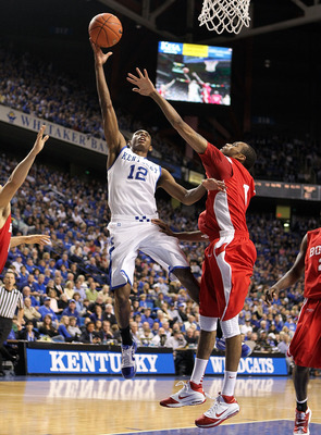 LEXINGTON, KY - NOVEMBER 30:  Brandon Knight #12 of the Kentucky Wildcats shoots the ball while defended by Darryl Partin #1 of the Boston University Terriers during the game on November 30, 2010 in Lexington, Kentucky.  (Photo by Andy Lyons/Getty Images)