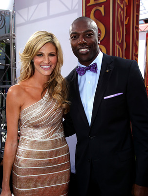 LOS ANGELES, CA - JULY 14:  NFL wide receiver Terrell Owens poses with Erin Andrews during arrivals for the 2010 ESPY Awards at Nokia Theatre L.A. Live on July 14, 2010 in Los Angeles, California.  (Photo by Alexandra Wyman/Getty Images for ESPY)