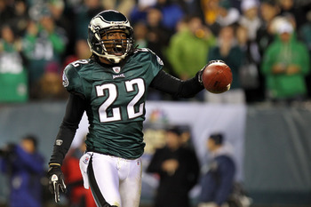 PHILADELPHIA - NOVEMBER 21:  Asante Samuel #22 of the Philadelphia Eagles celebrates after an interception in the second quarter against the New York Giants at Lincoln Financial Field on November 21, 2010 in Philadelphia, Pennsylvania.  (Photo by Nick Lah