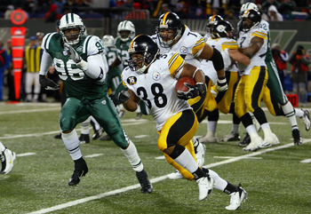 EAST RUTHERFORD, NJ - NOVEMBER 18:  Carey Davis #38 of the Pittsburgh Steelers runs the ball against the New York Jets at Giants Stadium November 18, 2007 in East Rutherford, New Jersey. The Jets defeated the Steelers 19-16 in overtime.  (Photo by Jim McI