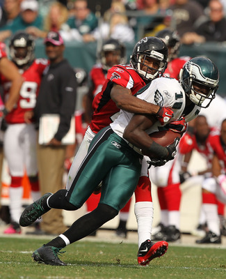 PHILADELPHIA - OCTOBER 17:  Jeremy Maclin #18 of the Philadelphia Eaglesruns against Gartrell Johnson #27 of the Atlanta Falcons during their game at Lincoln Financial Field on October 17, 2010 in Philadelphia, Pennsylvania.  (Photo by Al Bello/Getty Imag