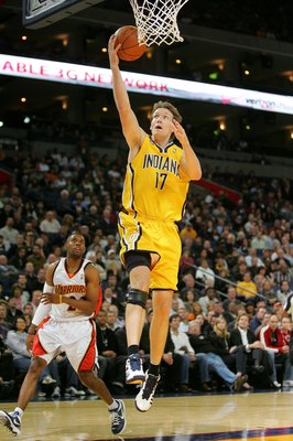 OAKLAND, CA - NOVEMBER 30:  Mike Dunleavy #17 of the Indiana Pacers in action during their game against the Golden State Warriors at Oracle Arena on November 30, 2009 in Oakland, California. NOTE TO USER: User expressly acknowledges and agrees that, by do