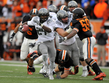 CORVALLIS, OR - DECEMBER 4: Running back Kenjon Barner #24 of the Oregon Ducks heads for the end zone and a touchdown in the fourth quarter of the game against the Oregon State Beavers at Reser Stadium on December 4, 2010 in Corvallis, Oregon. The Ducks b
