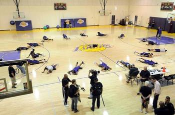 Lakersplayersstretchingduring2009trainingcamp_display_image