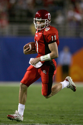 TEMPE, AZ - JANUARY 1:  Quarterback Alex Smith of Utah runs with the ball in the first quarter against Pittsburgh in the Tostito's Fiesta Bowl at the Sun Devil Stadium on January 1, 2005 in Tempe, Arizona. (Photo by Harry How/Getty Images).