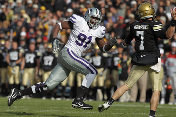 BOULDER, CO - NOVEMBER 20:  Defensive end Brandon Harold #91 of the Kansas State Wildcats rushes quarterback Cody Hawkins #7 of the Colorado Buffaloes at Folsom Field on November 20, 2010 in Boulder, Colorado. Colorado defeated Kansas State 44-36.  (Photo