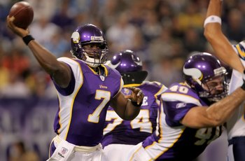 MINNEAPOLIS, MN - NOVEMBER 04:  Quarterback Tavaris Jackson #7 of the Minnesota Vikings drops delivers a pass against the San Diego Chargers at the Hubert H. Humphrey Metrodome on November 4, 2007 in Minneapolis, Minnesota. The Vikings defeated the Charge