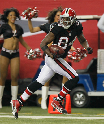 ATLANTA - NOVEMBER 11:  Roddy White #84 of the Atlanta Falcons against the Baltimore Ravens at Georgia Dome on November 11, 2010 in Atlanta, Georgia.  (Photo by Kevin C. Cox/Getty Images)