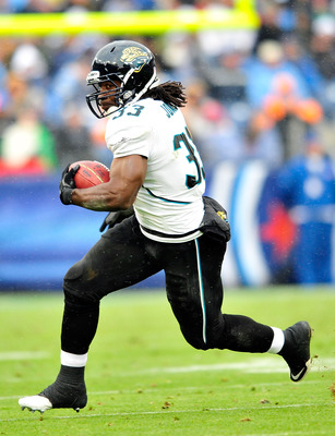 NASHVILLE, TN - DECEMBER 05:  Maurice Jones-Drew #32 of the Jacksonville Jaguars runs against the Tennessee Titans  during the first half at LP Field on December 5, 2010 in Nashville, Tennessee.  (Photo by Grant Halverson/Getty Images)
