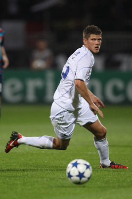 LYON, FRANCE - SEPTEMBER 14:  Klaas-Jan Huntelaar of Schalke during the UEFA Champions League Group B match between Olympique Lyonnais and FC Schalke 04 at the Stade de Gerland on September 14, 2010 in Lyon, France.  (Photo by Michael Steele/Getty Images)