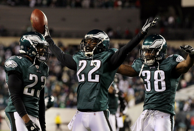 PHILADELPHIA - NOVEMBER 07:  Asante Samuel #22 of the Philadelphia Eagles celebrates his last minute interception that clinched their victory against the Indianapolis Colts with teammates Dimitri Patterson #23 and Jorrick Calvin #38 on November 7, 2010 at