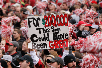 TUSCALOOSA, AL - NOVEMBER 26:  A fan of the Alabama Crimson Tide holds up a sign during the game against the Auburn Tigers at Bryant-Denny Stadium on November 26, 2010 in Tuscaloosa, Alabama.  (Photo by Kevin C. Cox/Getty Images)