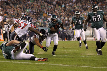PHILADELPHIA, PA - DECEMBER 02:  LeSean McCoy #25 of the Philadelphia Eagles runs the ball against the Houston Texans at Lincoln Financial Field on December 2, 2010 in Philadelphia, Pennsylvania. The Eagles won 34-24.  (Photo by Al Bello/Getty Images)