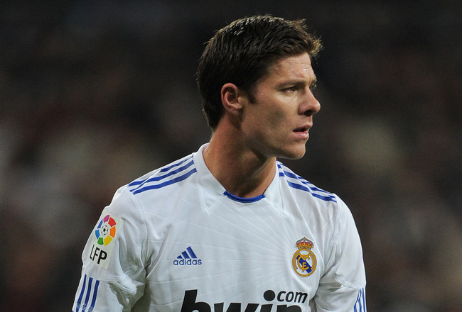 MADRID, SPAIN - DECEMBER 04:  Xabi Alonso of Real Madrid lines up a free kick during the La Liga match between Real Madrid and Valencia at Estadio Santiago Bernabeu on December 4, 2010 in Madrid, Spain.  (Photo by Jasper Juinen/Getty Images)