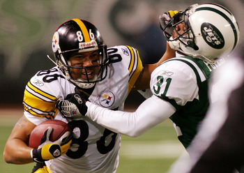 EAST RUTHERFORD, NJ - NOVEMBER 18:  Hines Ward #86 of the Pittsburgh Steelers runs the ball against Hank Poteat #31 of the New York Jets at Giants Stadium November 18, 2007 in East Rutherford, New Jersey. The Jets defeated the Steelers 19-16 in overtime.