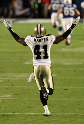MIAMI GARDENS, FL - FEBRUARY 07: Roman Harper #41 of the New Orleans Saints reacts to a play against the Indianapolis Colts during Super Bowl XLIV on February 7, 2010 at Sun Life Stadium in Miami Gardens, Florida.  (Photo by Elsa/Getty Images)