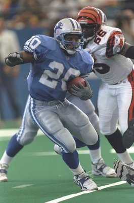 13 Sep 1998:  Running Back Barry Sanders #20 of the Detroit Lions running with the ball during the game against the Cincinnati Bengals at the Pontiac Silverdome in Pontiac, Michigan. The Bengals defeated the Lions 34-28. Mandatory Credit: Vincent Laforet