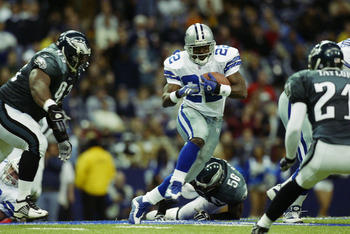 IRVING, TX - DECEMBER 21:  Running back Emmitt Smith #22 of the Dallas Cowboys runs the ball against the Philadelphia Eagles at Texas Stadium on December 21, 2002 in Irving, Texas.  The Eagles defeated the Cowboys 27-3.  (Photo by Ronald Martinez/Getty Im