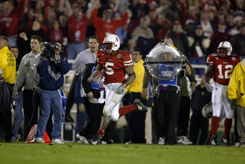 3 Jan 2002:    DeJuan Groce #5 of Nebraska runs up the sidelines for a touchdown on a kick return scoring Nebraska's second during the Rose Bowl National Championship game against Miami at the Rose Bowl in Pasadena, California.  Miami won the game 37-14,