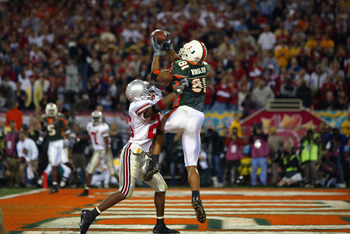 TEMPE, AZ - JANUARY 3:  Tight end Kellen Winslow #81 of the University of Miami Hurricanes catches the team's only overtime touchdown against the Ohio State Buckeyes during the Tostitos Fiesta Bowl at Sun Devil Stadium on January 3, 2003 in Tempe, Arizona