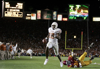 PASADENA, CA - JANUARY 04:  Vince Young #10 of the Texas Longhorns runs past Frostee Rucker #90 of the USC Trojans to score a touchdown and put the Longhorns up by one in the final moments of the BCS National Championship Rose Bowl Game at the Rose Bowl o