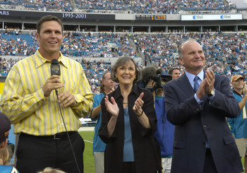 Retired Jacksonville Jaguars offensive lineman Tony Boselli with owner Wayne Weaver and his wife on the sidelines on October 8, 2006 in Jacksonville, Florida. The Jaguars retired Boselli's number 71 and defeated the New York Jets 41 - 0.  (Photo by Al Mes