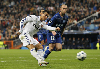Ronaldo takes aim at Auxerre's goal