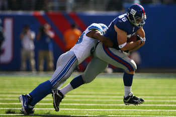 EAST RUTHERFORD, NJ - OCTOBER 17:  Bear Pascoe #86 of the New York Giants is tackled by Julian Peterson #98 of the Detroit Lions at New Meadowlands Stadium on October 17, 2010 in East Rutherford, New Jersey.  (Photo by Andrew Burton/Getty Images)