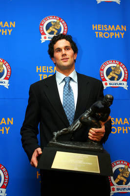 NEW YORK - DECEMBER 11:  Quarterback Matt Leinart of the University of Southern California Trojans wins the 2004 Heisman Trophy on December 11, 2004 in New York City. (Photo by Chris Trotman/Getty Images)