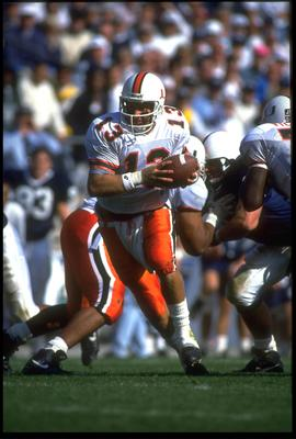 10 Oct 1992: UNIVERSITY OF MIAMI QUARTERBACK GINO TORRETTA LOOKS TO HAND OFF DURING THE HURRICANES 17-14 WIN OVER THE PENN STATE NITTANY LIONS AT BEAVER STADIUM IN UNIVERSITY PARK, PENNSYLVANIA