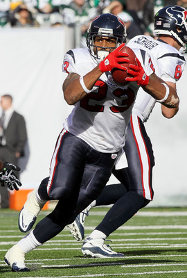 EAST RUTHERFORD, NJ - NOVEMBER 21:  Arian Foster #23 of the Houston Texans runs the ball against the New York Jets on November 21, 2010 at the New Meadowlands Stadium in East Rutherford, New Jersey.  (Photo by Jim McIsaac/Getty Images)