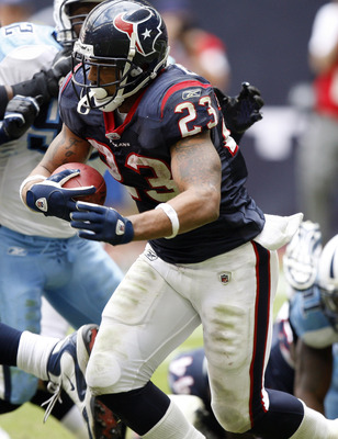 HOUSTON - NOVEMBER 28:  Running back Arian Foster #23 rushes against the Tennessee Titans at Reliant Stadium on November 28, 2010 in Houston, Texas.  (Photo by Bob Levey/Getty Images)