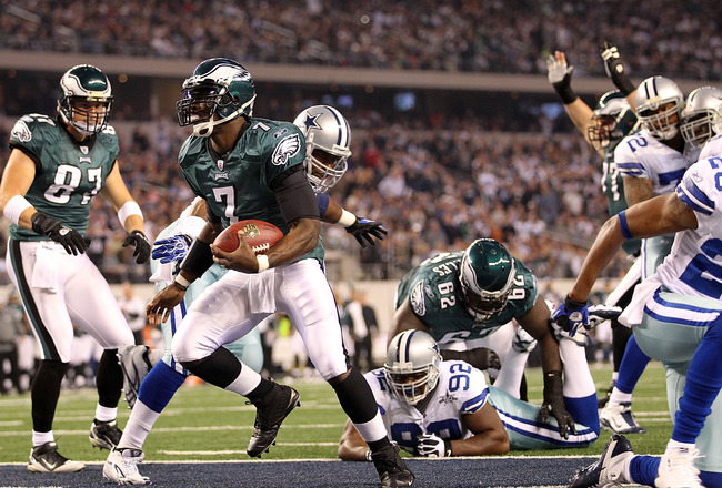 ARLINGTON, TX - DECEMBER 12:  Quarterback Michael Vick #7 of the Philadelphia Eagles runs for a touchdown against the Dallas Cowboys at Cowboys Stadium on December 12, 2010 in Arlington, Texas.  (Photo by Ronald Martinez/Getty Images)