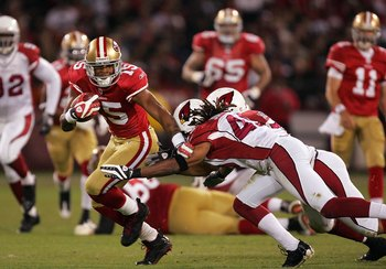 SAN FRANCISCO - DECEMBER 14:  Michael Crabtree #15 of the San Francisco 49ers in action during their game against the Arizona Cardinals at Candlestick Park on December 14, 2009 in San Francisco, California.  (Photo by Ezra Shaw/Getty Images)