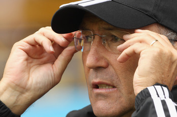 WOLVERHAMPTON, ENGLAND - AUGUST 14:  Stoke City manager Tony Pulis looks on during the Barclays Premier League match between Wolverhampton Wanderers and Stoke City at Molineux on August 14, 2010 in Wolverhampton, England.  (Photo by Ian Walton/Getty Image
