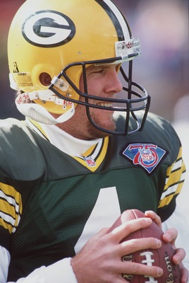 6 NOV 1994:  GREEN BAY GIANTS QUARTERBACK BRETT FAVRE WARMS UP PRIOR TO THE 38-30 WIN OVER THE DETROIT LIONS AT LAMBEAU FIELD IN GREEN BAY, WISCONSIN. Mandatory Credit: Jonathan Daniel/ALLSPORT