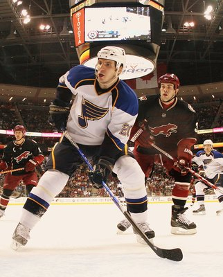 GLENDALE, AZ - FEBRUARY 28: Alex Steen #20 of the St. Louis Blues skates against the Phoenix Coyotes on February 28, 2009 at the Jobing.com Arena in Glendale, Arizona. (Photo by Bruce Bennett/Getty Images)