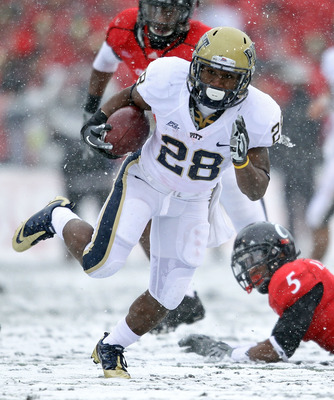 CINCINNATI, OH - DECEMBER 04:  Dion Lewis #28 of the Pittsburgh Panthers runs with the ball during the Big East Conference game against the Cincinnati Bearcats at Nippert Stadium on December 4, 2010 in Cincinnati, Ohio.  Pittsburgh won 28-10.  (Photo by A
