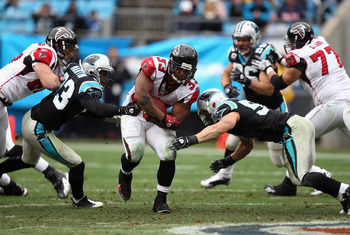 CHARLOTTE, NC - DECEMBER 12:  Michael Turner #33 of the Atlanta Falcons runs with the ball against the Carolina Panthers during their game at Bank of America Stadium on December 12, 2010 in Charlotte, North Carolina.  (Photo by Streeter Lecka/Getty Images