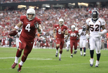 GLENDALE, AZ - DECEMBER 12:  Place kicker Jay Feely #4 of the Arizona Cardinals runs with the football for a 5 yard rushing touchdown past Jason Hunter #52 of the Denver Broncos during the second quarter of the NFL game at the University of Phoenix Stadiu