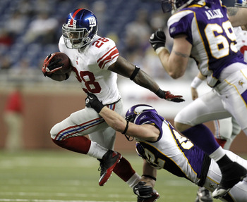 DETROIT, MI - DECEMBER 13:  D.J. Ware #28 of the New York Giants tries to escape the tackle of Chad Greenway #52 of the Minnesota Vikings at Ford Field on December 13, 2010 in Detroit, Michigan.  (Photo by Gregory Shamus/Getty Images)