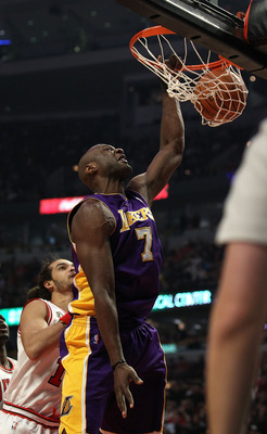CHICAGO, IL - DECEMBER 10: Lamar Odom #7 of the Los Angeles Lakers dunks the ball over Joakim Noah #13 of the Chicago Bulls at the United Center on December 10, 2010 in Chicago, Illinois. NOTE TO USER: User expressly acknowledges and agrees that, by downl