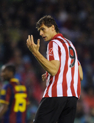 BILBAO, SPAIN - SEPTEMBER 25:  Fernando Llorente of Athletic Bilbao gestures during the La Liga match between Athletic Bilbao and Barcelona at the San Mames Stadium on September 25, 2010 in Bilbao, Spain. Barcelona won the match 3-1.  (Photo by Jasper Jui