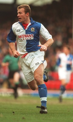 18 MAR 1995:  ALAN SHEARER OF BLACKBURN ROVERS IN ACTION DURING A PREMIERSHIP MATCH AGAINST CHELSEA AT EWOOD PARK. BLACKBURN WON THE GAME 2-1. Mandatory Credit: Gary M. Prior/ALLSPORT