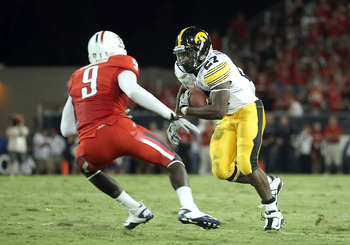 TUCSON, AZ - SEPTEMBER 18:  Runningback Jewel Hampton #27 of the Iowa Hawkeyes rushes the football during the college football game against the Arizona Wildcats at Arizona Stadium on September 18, 2010 in Tucson, Arizona. The Wildcats defeated the Hawkeye