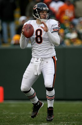 GREEN BAY, WI - NOVEMBER 16:  Quarterback Rex Grossman #8 of the Chicago Bears looks for a receiver against the Green Bay Packers defense after entering the game in the fourth quarter during NFL action at Lambeau Field on November 16, 2008 in Green Bay, W